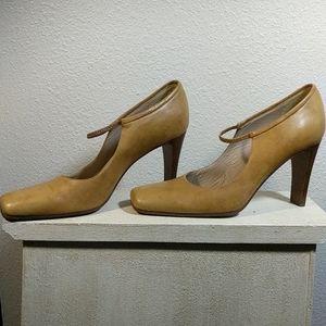 DKNY Italian Made Tan Leather High Heels sz 8